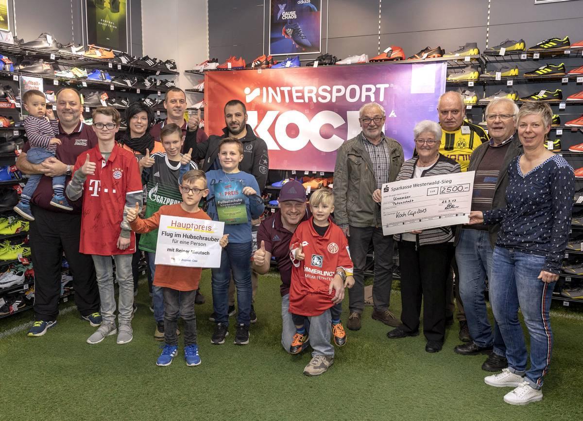 Vertreter Intersport-Koch, Vertreter des Ausrichtenden Vereins, Gewinner u. Spendenempfänger